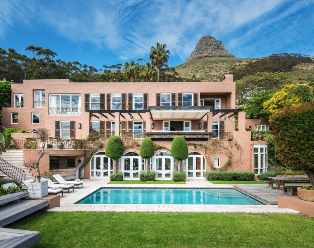 9 Bedroom House For Sale in Fresnaye